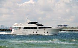 Yacht returning to port Royalty Free Stock Photo