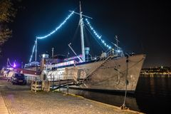 Yacht royal d'Ormer logeant le restaurant et la barre de Madame Patricia à Stockholm, Suède image libre de droits