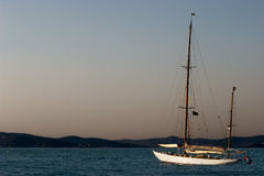 Yacht sailing in sea Royalty Free Stock Photography
