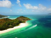 Yacht se déplaçant l'Océan Indien image libre de droits
