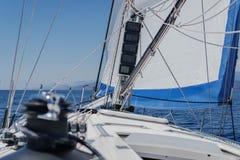 Yacht-Segel und Plattform erster Person View Lizenzfreie Stockbilder