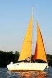 Yacht am Sonnenuntergang Lizenzfreie Stockfotografie