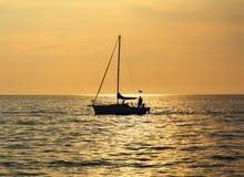 Yacht am Sonnenuntergang, adriatisches Meer Stockfoto