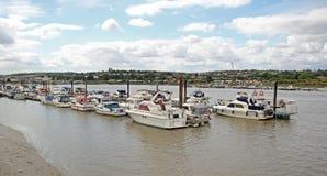 Yacht su The Creek Immagini Stock Libere da Diritti