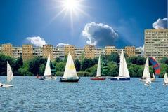 Yacht sul fiume immagine stock libera da diritti