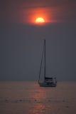Yacht sul tramonto Immagine Stock Libera da Diritti