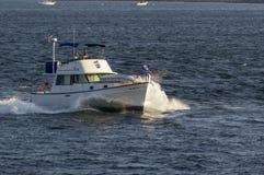 Yacht Summersalt de moteur retournant à Fairhaven image stock