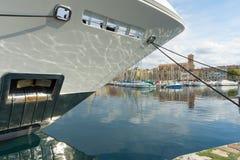 Yacht superbe de détail d'arc photos stock