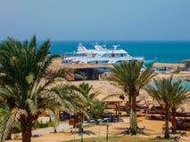 Yacht sur l'eau de turquoise, prête à naviguer Egipet, Hurghada En juillet 2009 photographie stock
