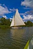 Yacht sur la Norfolk Broads Image libre de droits