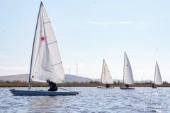 yacht 4 sur la rivière, Russie photographie stock libre de droits