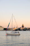 Yacht sur Neva River Photo stock