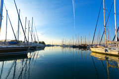 Yacht in un porticciolo Immagini Stock Libere da Diritti