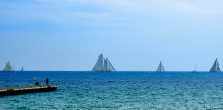 Yacht a vista di Cannes - mare immagine stock