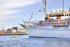 Yacht wartet auf die Königin von Dänemark Stockbild