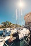 Yachten in altem Trogir beherbergten, adriatisches Meer, Kroatien Lizenzfreie Stockbilder