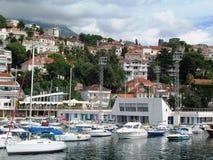 Yachten auf dem Wasser lizenzfreie stockfotos