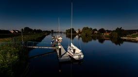 Yachten auf Fluss Stor Lizenzfreie Stockfotografie