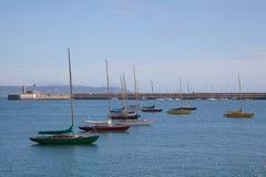 Yachten befestigt am Jachthafen Lizenzfreies Stockfoto