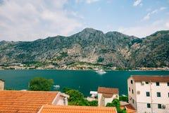 Yachten, Boote, Schiffe in der Bucht von Kotor Stockfoto