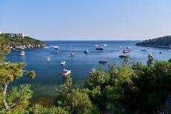 Yachten in der Bucht von Insel, Heybeliada, die Türkei Stockfotografie