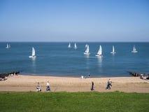 Yachten an der Küste in Whitstable, Kent, Großbritannien Lizenzfreies Stockfoto