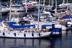 Yachten in einem Hafen Stockfotografie