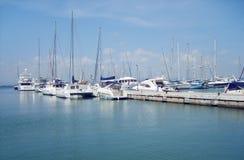 Yachten im Hafen Stockfotos