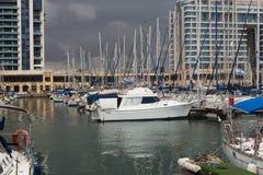 Yachten im Hafen an einem bewölkten Tag Lizenzfreies Stockfoto