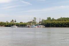Yachten im Hafen von Kourou lizenzfreies stockbild