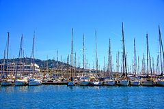 Yachten im Jachthafen Stockbild