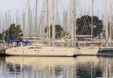 Yachten im Jachthafen Stockfotografie
