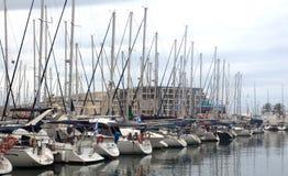 Yachten im Jachthafen Lizenzfreie Stockfotos