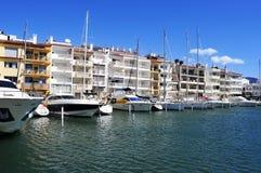 Yachten im Jachthafen von Empuriabrava, Spanien Lizenzfreie Stockbilder