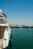 Yachten im Kanal. Stockbild