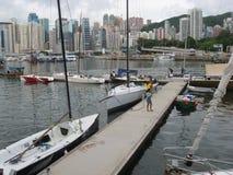 Yachten im Taifunschutz, Dammbucht, Hong Kong stockfotos