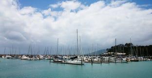 Yachten in Insel Lizenzfreie Stockfotos