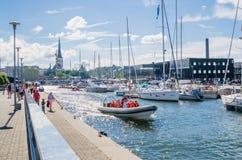 Yachten kommen, die Tage des Meeres in Tallinn zu feiern Lizenzfreie Stockbilder