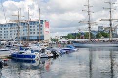 Yachten kommen, die Tage des Meeres in Tallinn zu feiern Lizenzfreie Stockfotos