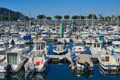 Yachten machten im Jachthafenhafen von Hondarribia, Baskenland, Spanien fest Stockfotografie