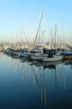 Yachten mit Reflexion Stockfoto