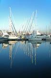 Yachten mit Reflexion Lizenzfreies Stockfoto