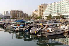 Yachten und Boote im Jachthafen von Elat Lizenzfreies Stockfoto