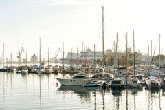 Yachten und Boote in Iraklio-Hafen Griechenland stockbilder
