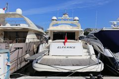 Yachten verankert im Hafen Pierre Canto in Cannes Stockfotos