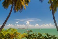 Yachten verankerten durch Ile Royale lizenzfreie stockfotografie
