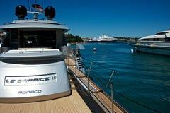 Yachter förtöjde i marina för Porto Cervo ` s Arkivfoto