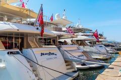 Yachter i hamnen av Saint Tropez, Frankrike Royaltyfria Foton