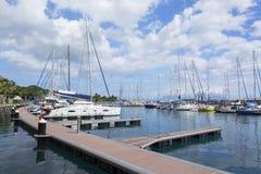 Yachter i hamnen, Pape'ete, Tahiti, franska Polynesien Arkivbild