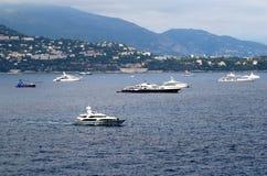 Yachter i Monte - carlo, Monaco Royaltyfri Bild